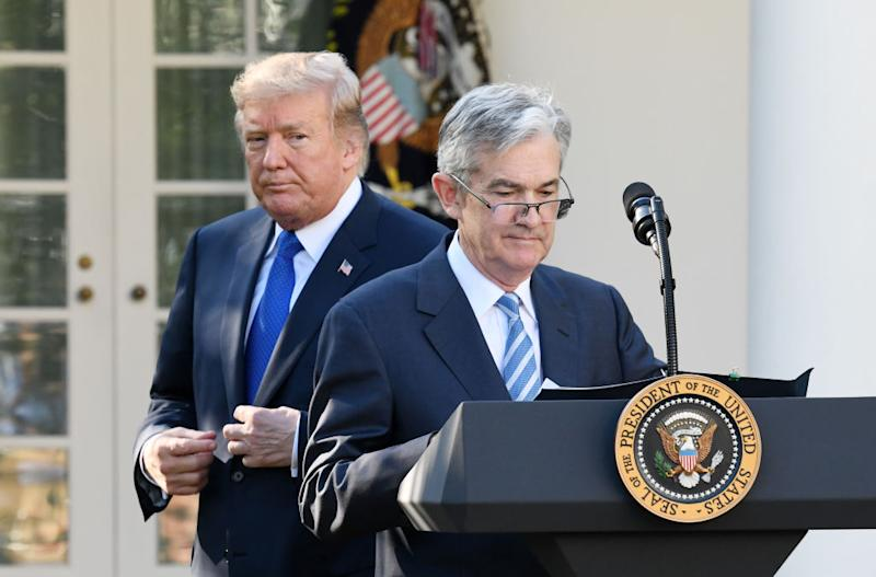 Jerome Powell mit Donald Trump im Nacken (Getty)
