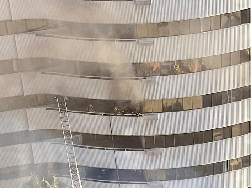 Firefighters inside one of the balconies | Rosy Cordero