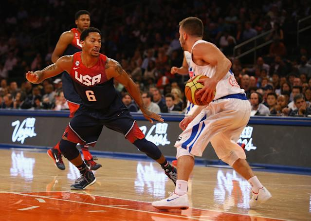 Derrick Rose of the USA defends during the game against Puerto Rico at Madison Square Garden on August 22, 2014 (AFP Photo/Al Bello)