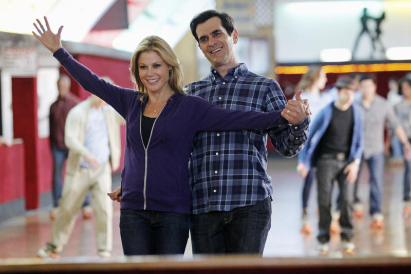 """This image released by ABC shows Julie Bowen, left, and Ty Burrell in a scene from """"Modern Family."""" Qantas airline is partnering with the show's production company, 20th Century Fox, to fly the cast to Australia next month for a two week shoot of an upcoming vacation episode of the ABC comedy. The comedy, now in its fifth season, has aired previous vacation episodes that were filmed in Hawaii and Wyoming. (AP Photo/ABC, Peter """"Hopper"""" Stone)"""