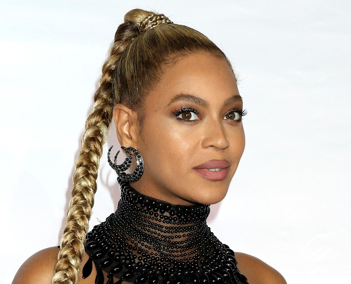 <p>Queen Bey opts for full and shapely brows that truly stand out.</p>