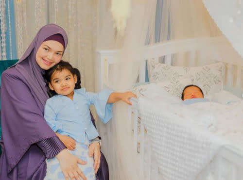 Siti with her eldest child, Siti Aafiyah