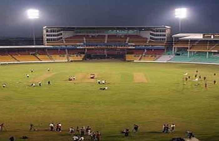 Cool weather, Sunday holiday pack Bengaluru stadium with fans