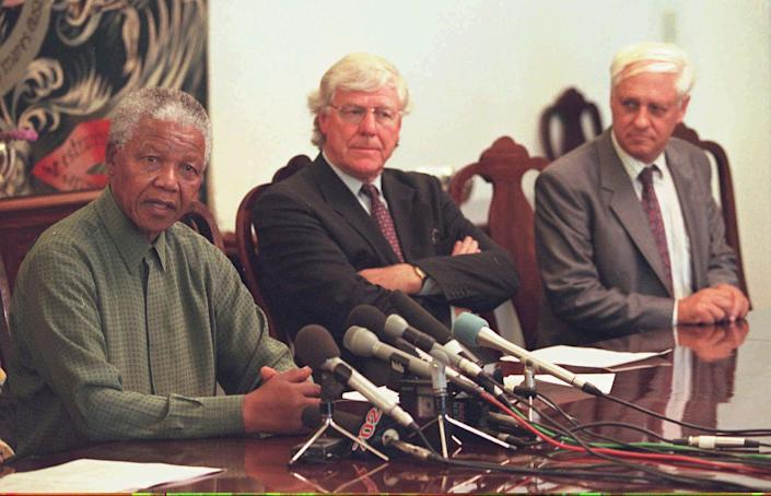 South African Preisdent Nelson Mandela, left, announces the extension of the amnesty deadlines during a press conference in Pretoria, Friday December 13, 1996, while the deputy chairman of the Truth and Reconciliation Commission, Alex Boraine, centre, and leader of the the right-wing Freedom Front, constand Viljoen, look on.(AP Photo/str)