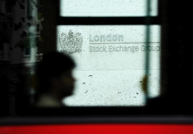 London's FTSE 100 index edged up 0.43 percent to close at 6,326.16 points on October 6, 2015