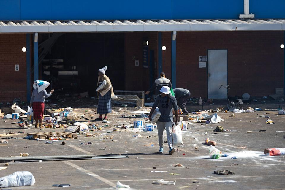 Rioters loot the Gold Spot Shopping Centre in Vosloorus