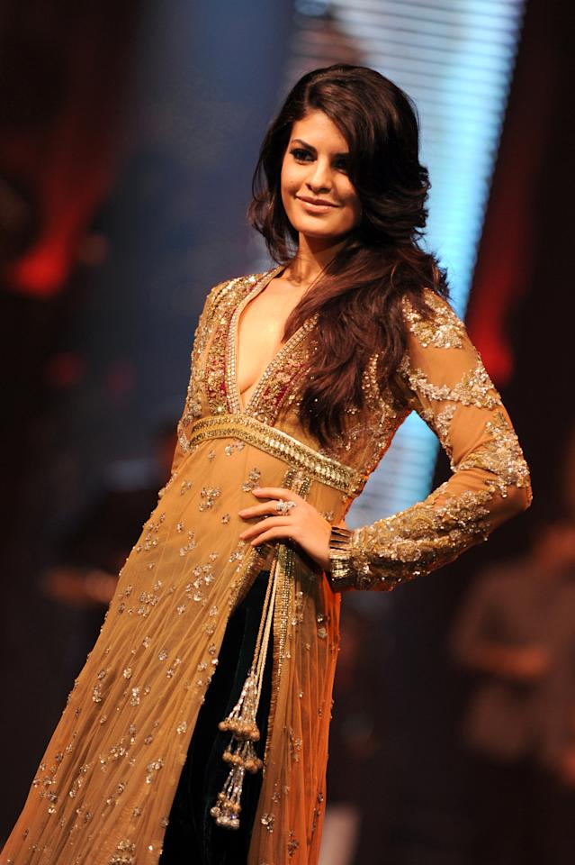 Jacqueline Fernandez walks the ramp at IIFA Rocks in Colombo on June 3, 2010.