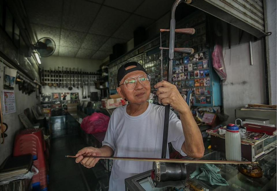 Cheng often finds himself wiling the time away at his store playing the erhu. —Picture by Farhan Najib