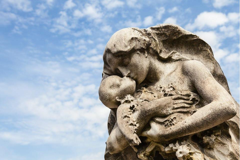 "<span class=""attribution""><a class=""link rapid-noclick-resp"" href=""https://www.shutterstock.com/es/image-photo/cemetery-statue-italy-made-stone-more-259883900"" rel=""nofollow noopener"" target=""_blank"" data-ylk=""slk:Paolo Gallo"">Paolo Gallo</a></span>"