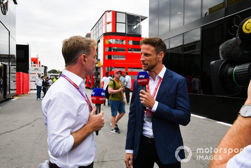 "Simon Lazenby y Jenson Button, Sky Sports F1<span class=""copyright"">Mark Sutton / Motorsport Images</span>"