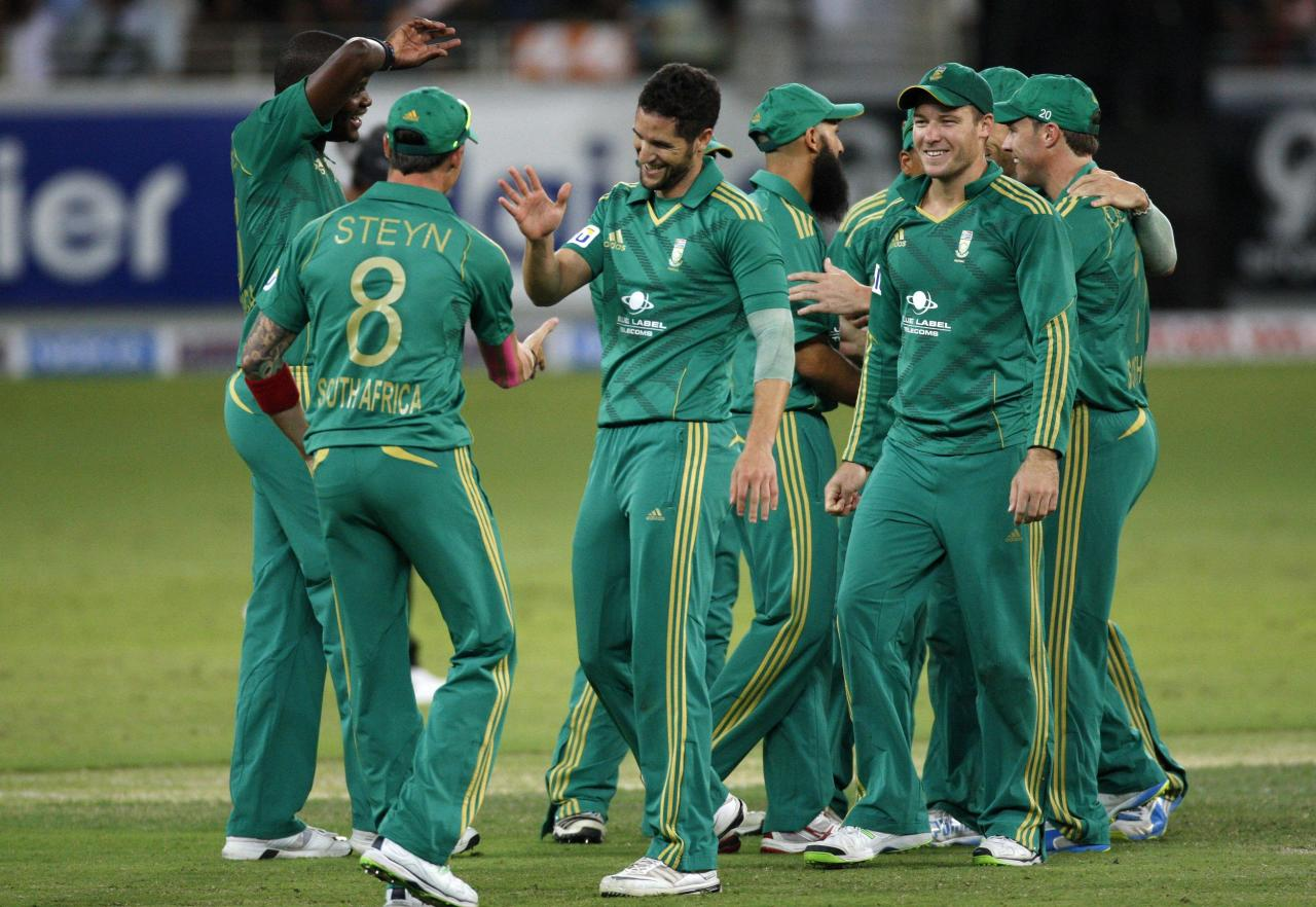 South Africa's Wayne Parnell (C) celebrates with his team mates the wicket of Pakistan's Mohammad Hafeez during their second Twenty20 international cricket match in Dubai November 15, 2013. REUTERS/Nikhil Monteiro(UNITED ARAB EMIRATES - Tags: SPORT CRICKET)