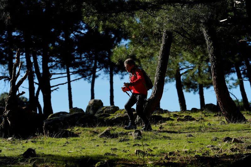 Spanish mountaineer, 81, trains for Himalayas in tribute to victims of COVID-19