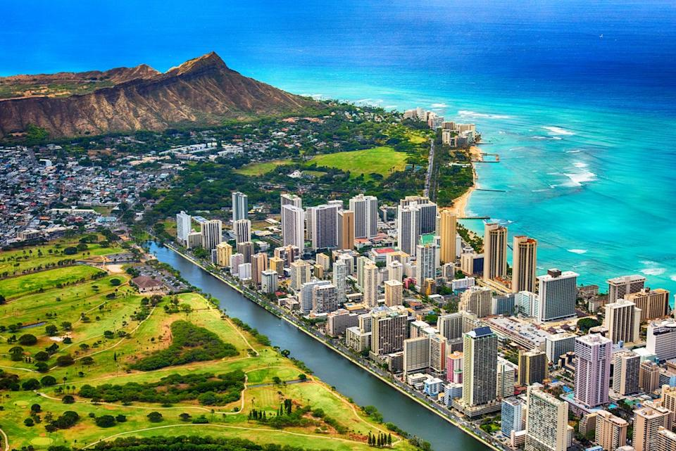 An aerial photo of Waikiki Beach and downtown Honolulu, Hawaii with Diamond Head in the background