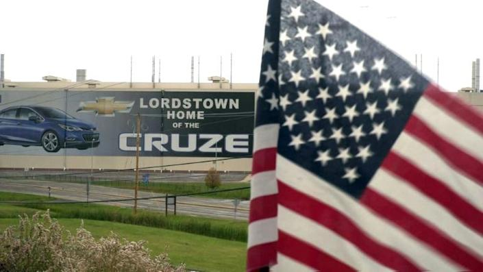 In this still image taken from video, a US flag flies near the Lordstown, Ohio, Chevrolet factory (AFP Photo/Eleonore SENS)
