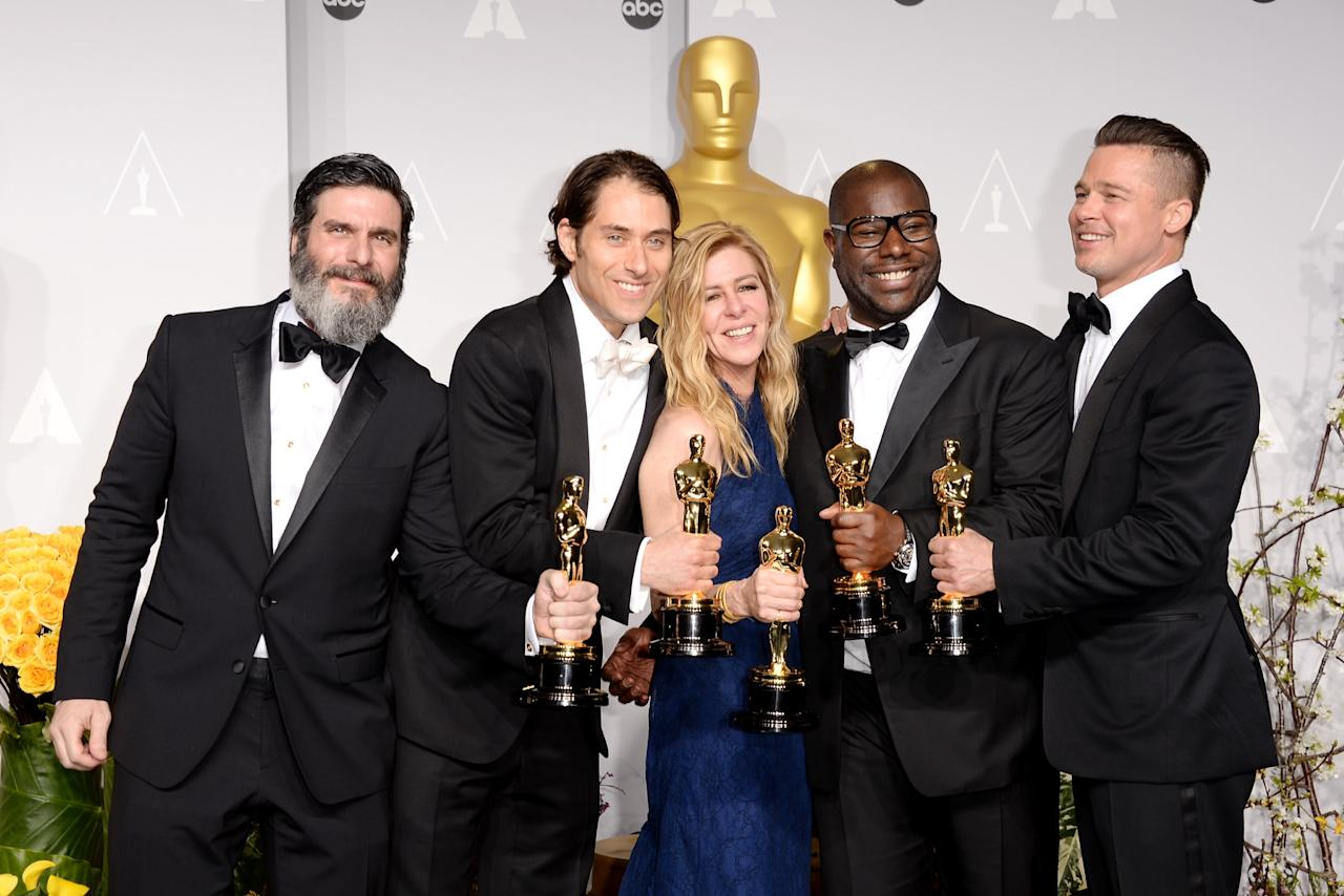 "HOLLYWOOD, CA - MARCH 02: (L-R) Producers Anthony Katagas, Jeremy Kleiner, Dede Gardner, Brad Pitt and director Steve McQueen, winners of Best Picture for ""12 Years a Slave"", pose in the press room during the Oscars at Loews Hollywood Hotel on March 2, 2014 in Hollywood, California. (Photo by Jason Merritt/Getty Images)"