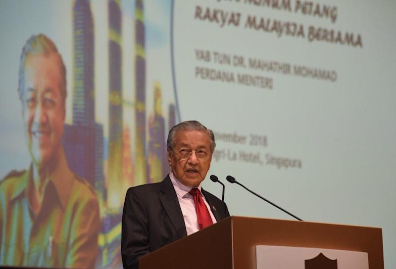 Dr Mahathir Mohamad addresses the Malaysian diaspora in Singapore at a high tea event in Shangri-La Hotel November 12, 2018. — Picture courtesy of Information Department Malaysia