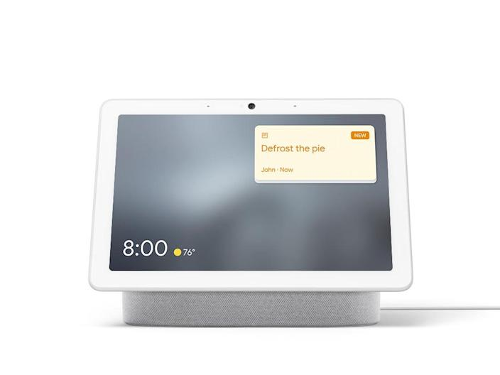 On smart displays such as Nest Hub Max, you can now create Family Notes, virtual sticky notes that stay on your displays throughout the home for 24 hours.