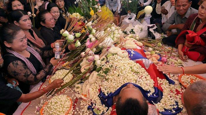 Boeng Kak community land rights activists pay their respect to prominent political analyst Kem Ley