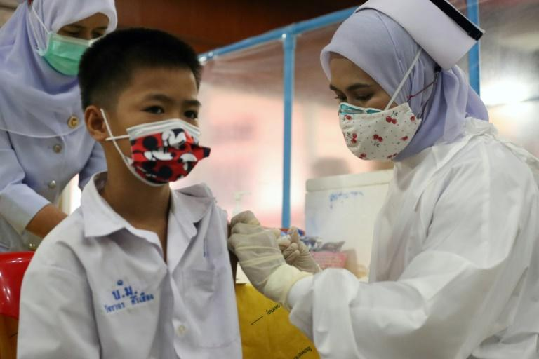 A medical worker administers a dose of the Pfizer vaccine against Covid-19 coronavirus to a school student at a vaccination centre in southern Thailand's Pattani province on October 7, 2021 (AFP/Tuwaedaniya MERINGING)