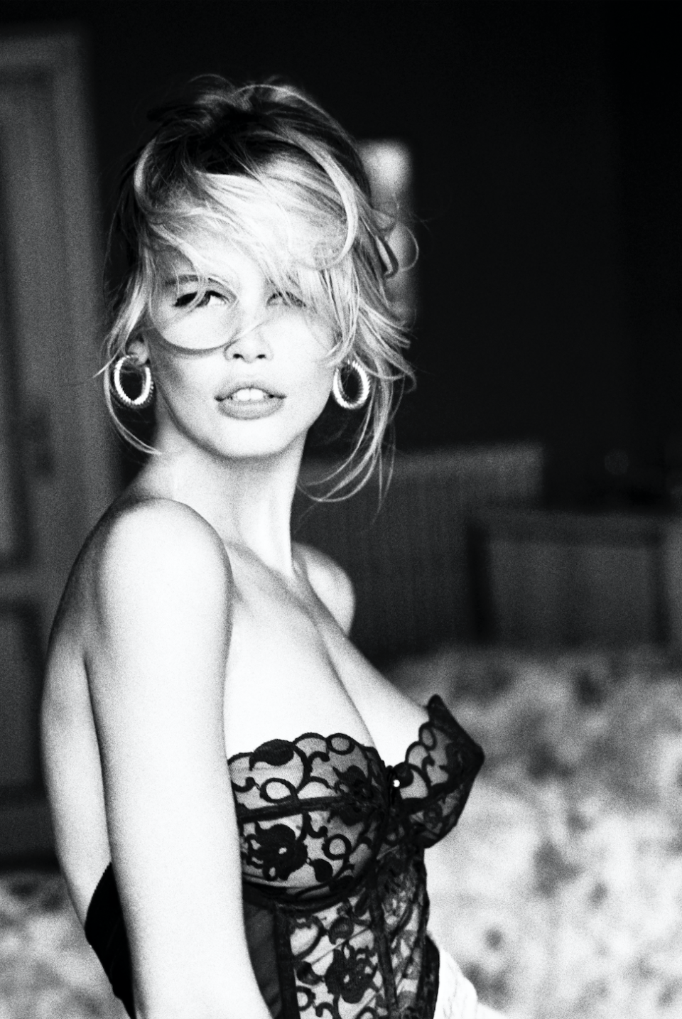 """<p>As far as supermodels go, it doesn't get more legendary than Claudia Schiffer. From sashaying down the runway as one of Versace's """"Golden Girls"""" to making a memorable cameo as Liam Neeson's love interest in <em>Love Actually</em>, the fashion icon has done—and seen—it all. It makes sense, then, why she has decided to chronicle her wealth of experiences in a new illustrated book. <em><a href=""""https://www.penguinrandomhouse.com/books/676698/captivate-by-claudia-schiffer/"""" rel=""""nofollow noopener"""" target=""""_blank"""" data-ylk=""""slk:Captivate! Fashion Photography from the '90s"""" class=""""link rapid-noclick-resp"""">Captivate! Fashion Photography from the '90s</a></em>, due out in November, will accompany the first-ever exhibition curated by Schiffer, featuring stunning (and unseen) photography by Arthur Elgort, Ellen von Unwerth, Herb Ritts and more, largely culled from the model's private archive. Here, exclusively for ELLE.com, Schiffer shares the story behind some of her favorite images.</p>"""