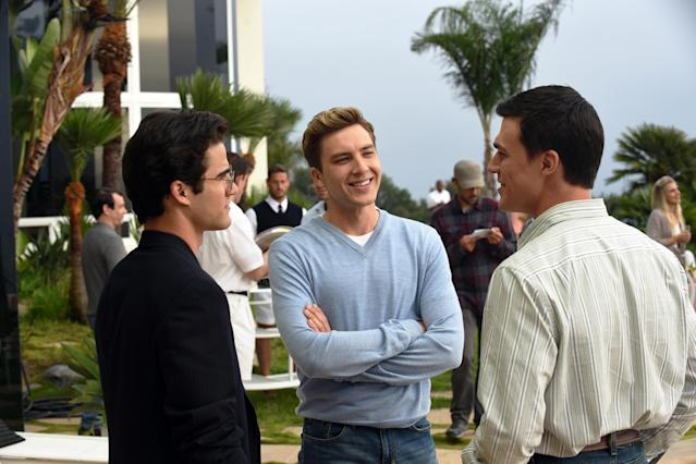 Darren Criss as Andrew Cunanan, Cody Fern as David Madson, and Finn Wittrock as Jeffrey Trail in  <em>The Assassination of Gianni Versace</em>. (Photo: Ray Mickshaw/FX)