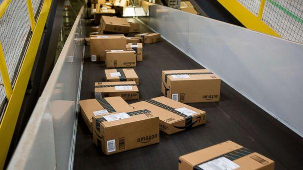 PHOTO: Boxes move along a conveyor belt at an Amazon.com Inc. fulfillment center in New Jersey, Nov. 30, 2015. (Michael Nagle/Bloomberg via Getty Images, FILE)