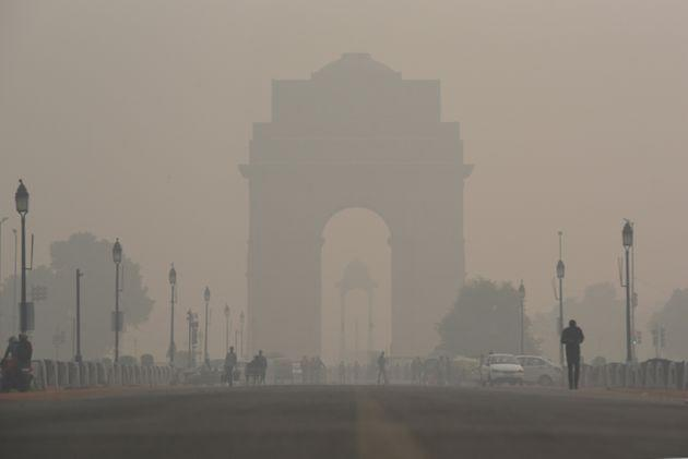 A view of the India Gate engulfed in heavy smog due to rise in pollution on November 13, 2019 in New Delhi, India.