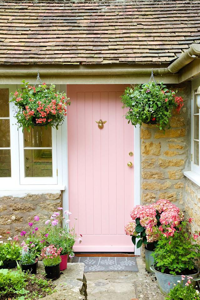 """<p><strong>More so now than ever, <a href=""""https://www.housebeautiful.com/uk/lifestyle/news/a1315/tell-tale-signs-you-are-house-proud/"""">houseproud</a> Brits are turning their hands to gardening to make a statement with their homes. </strong></p><p><strong></strong>'In a bid to stand out on the street and become the envy of their neighbours, the nation's focus is shifting towards front doors and front gardens, with every visible space being transformed into the ultimate crowd-pleaser for the public,' reveals the <a href=""""https://www.wyevalegardencentres.co.uk/"""" target=""""_blank"""">Wyevale Garden Centres</a> 2019 trend report. </p><p>So, how exactly do you go about doing this? Twin bay trees provide a great way to add structural impact. Wyevale says evergreen box and topiary – in all shapes and sizes – are also in demand, as well as ornamental trees, including viburnums, while Japanese maples provide year-round appeal.</p><p>But the real go-to front door dressing? <a href=""""https://www.housebeautiful.com/uk/garden/plants/g28605157/hanging-basket-plants/"""">Hanging baskets</a> – they now feature in nearly 40 per cent of front gardens across the UK.</p>"""