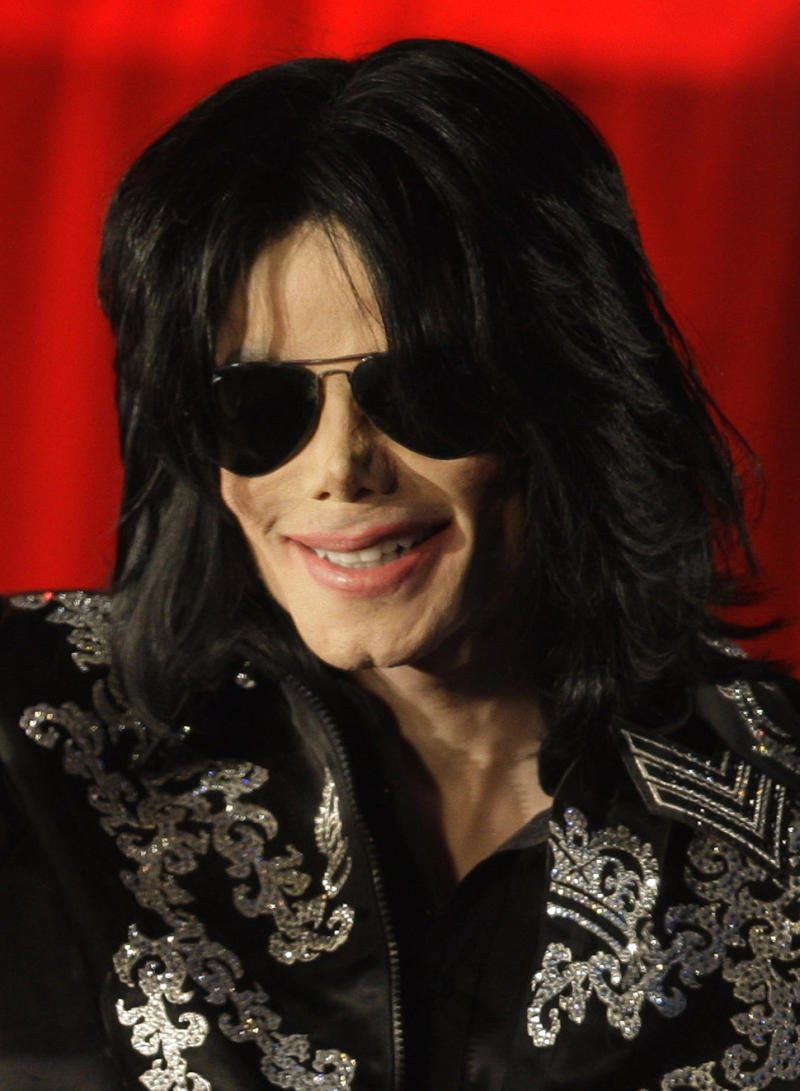 "FILE - In this March 5, 2009 file photo, US singer Michael Jackson is shown at a press conference in London, announcing plans to appear at the London O2 Arena in July. Emails displayed in a Los Angeles courtroom on Wednesday, May 22, 2013, show that a lawyer for AEG Live LLC's parent company described Jackson as a ""freak"" in an email message on the same day the singer signed a multimillion dollar contract to perform a series of comeback concerts in 2009. (AP Photo/Joel Ryan, file)"