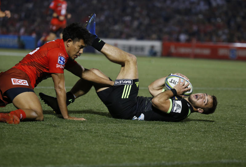 Hurricane's Wes Goosen, right, scores a goal during the Super Rugby game between the Hurricanes and Sunwolves in Tokyo, Friday, April 19, 2019. (AP Photo/Shuji Kajiyama)