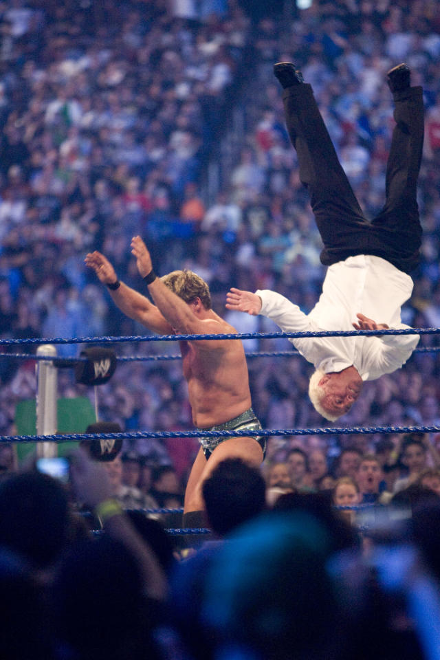 <p>ickey Rourke bested WWE fighter Jericho in a match that lasted less than a minute. The Wrestler star, 56, was at WrestleMania 25 on April 5 at Reliant Stadium in Houston, in support of friends Ric Flair, and WWE Hall of Famers Jimmy Snuka, Roddy Piper and Ricky Steamboat. World Wrestling Entertainment star Chris Jericho challenged Rourke's pals — WWE Hall of Famers Jimmy Snuka, Roddy Piper and Ricky Steamboat — to a match at the always wild WWE event after Rourke renegged on the duel. HOUSTON, TX. (Bill Olive/Getty Images). </p>