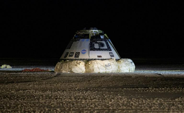 Touchdown in the desert for the Boeing Starliner spacecraft (AFP Photo/Bill INGALLS)
