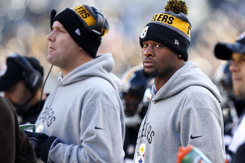 Pittsburgh Steelers running back Le'Veon Bell , right, and quarterback Ben Roethlisberger could sit out Week 17. (AP)