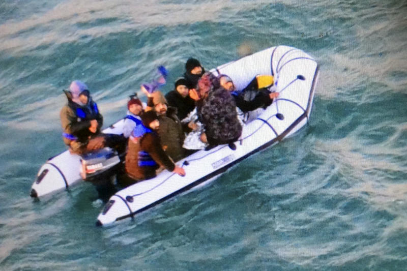 12 more migrants cross English Channel to Britain