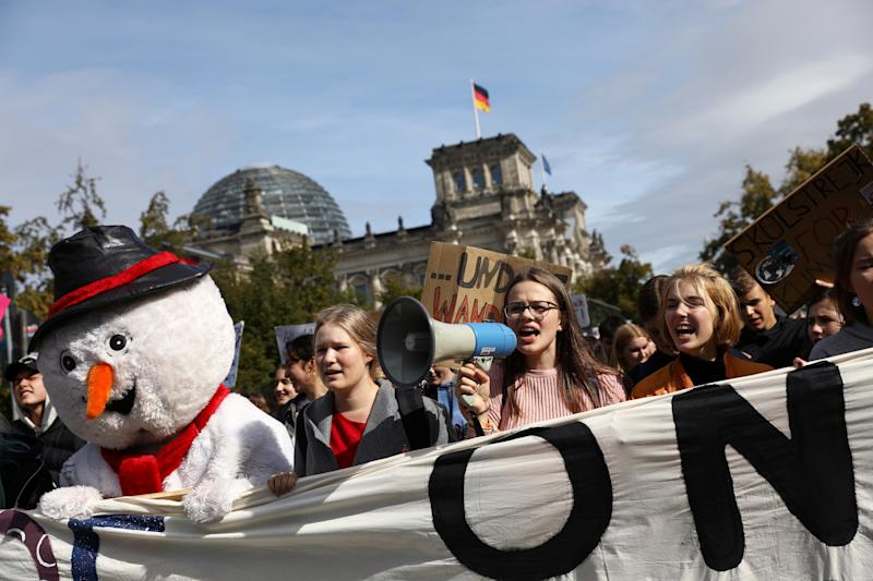 Students take part in the Global Climate Strike of the Fridays for Future movement in Berlin, Germany, September 20, 2019. REUTERS/Christian Mang