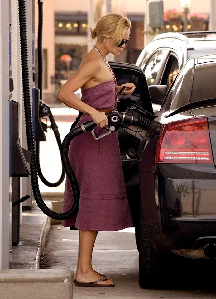 "Kate Hudson can't wait to finish filling up and get away from prying eyes. <a href=""http://www.x17online.com"" target=""new"">X17 Online</a> - October 16, 2006"