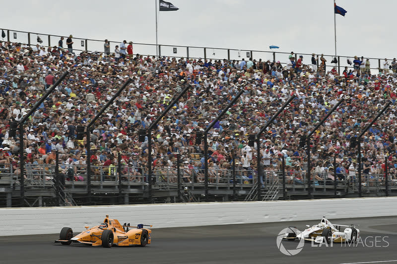 """The 2015-'17 manufacturer aerokits made everyone rethink their complaints about the looks of the original DW12. Here Alonso is chased by Castroneves. <span class=""""copyright"""">Scott R LePage / Motorsport Images</span>"""
