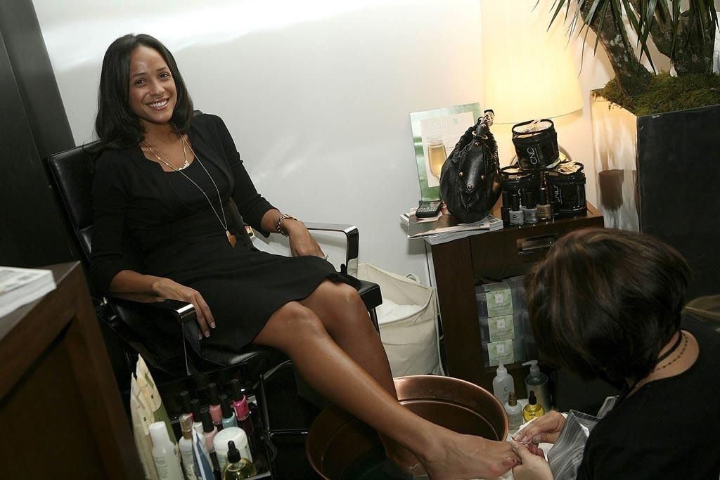 """Heroes"" star Dania Ramirez relaxed with a complimentary pedicure. Being a celebrity is hard work! Rebecca Sapp/<a href=""http://www.wireimage.com"" target=""new"">WireImage.com</a> - February 20, 2008"