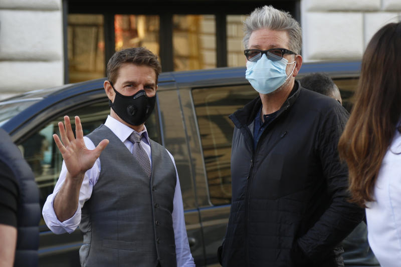 Actor Tom Cruise and film director Christopher McQuarrie wearing a face mask on the set of the film Mission Impossible 7 shot in Via Nazionale. Rome (Italy), October 9th 2020 Photo Samantha Zucchi /Insidefoto/Sipa USA)