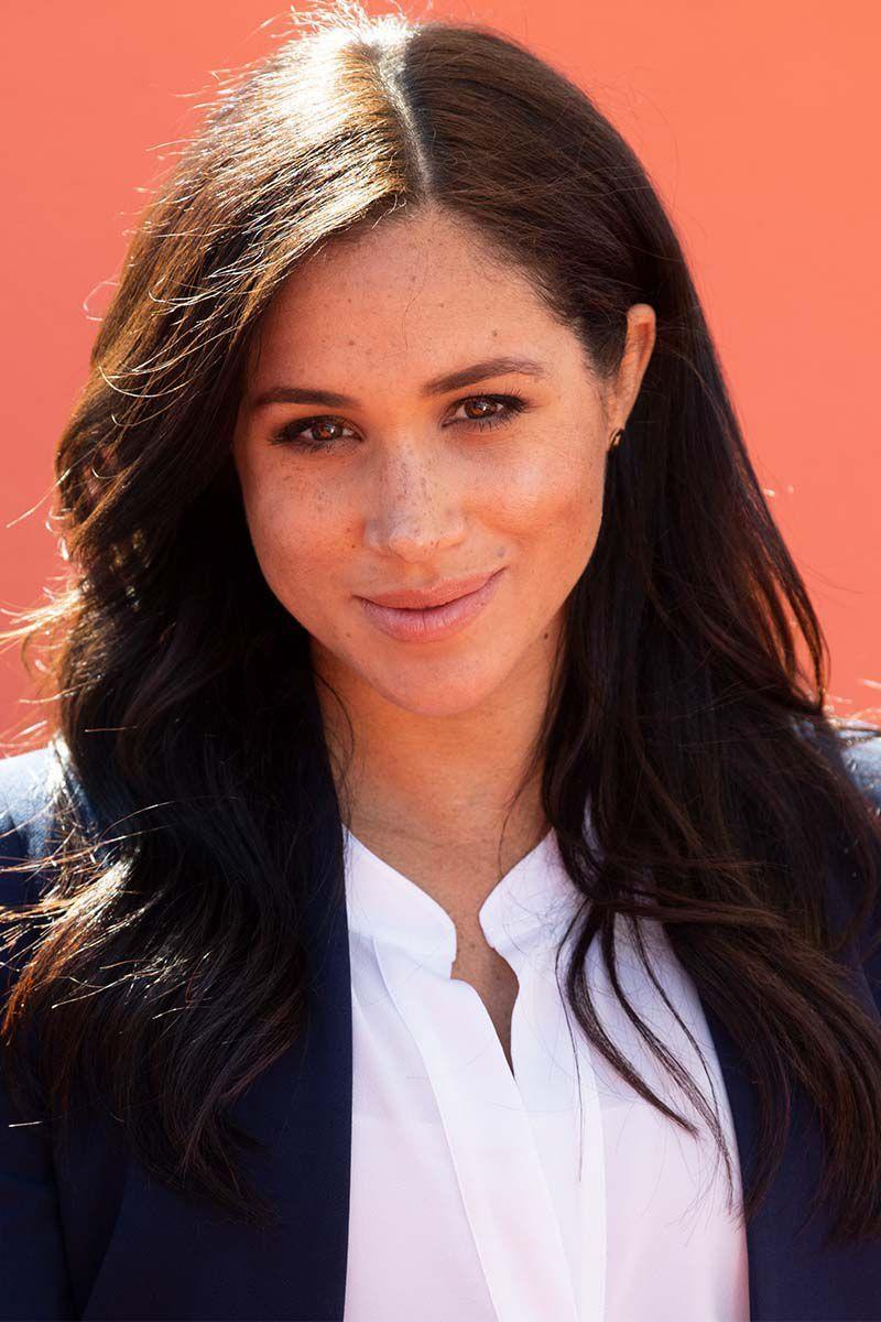 <p>For a royal visit to Morocco, the Duchess of Sussex kept her locks down with a side part and slight wave.</p>