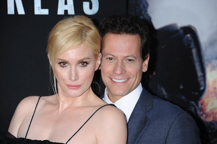 """Actors Ioan Gruffudd and Alice Evans arrive at the premiere of """"San Andreas"""" held at the TCL Chinese Theater in Hollywood. (Photo by Frank Trapper/Corbis via Getty Images)"""
