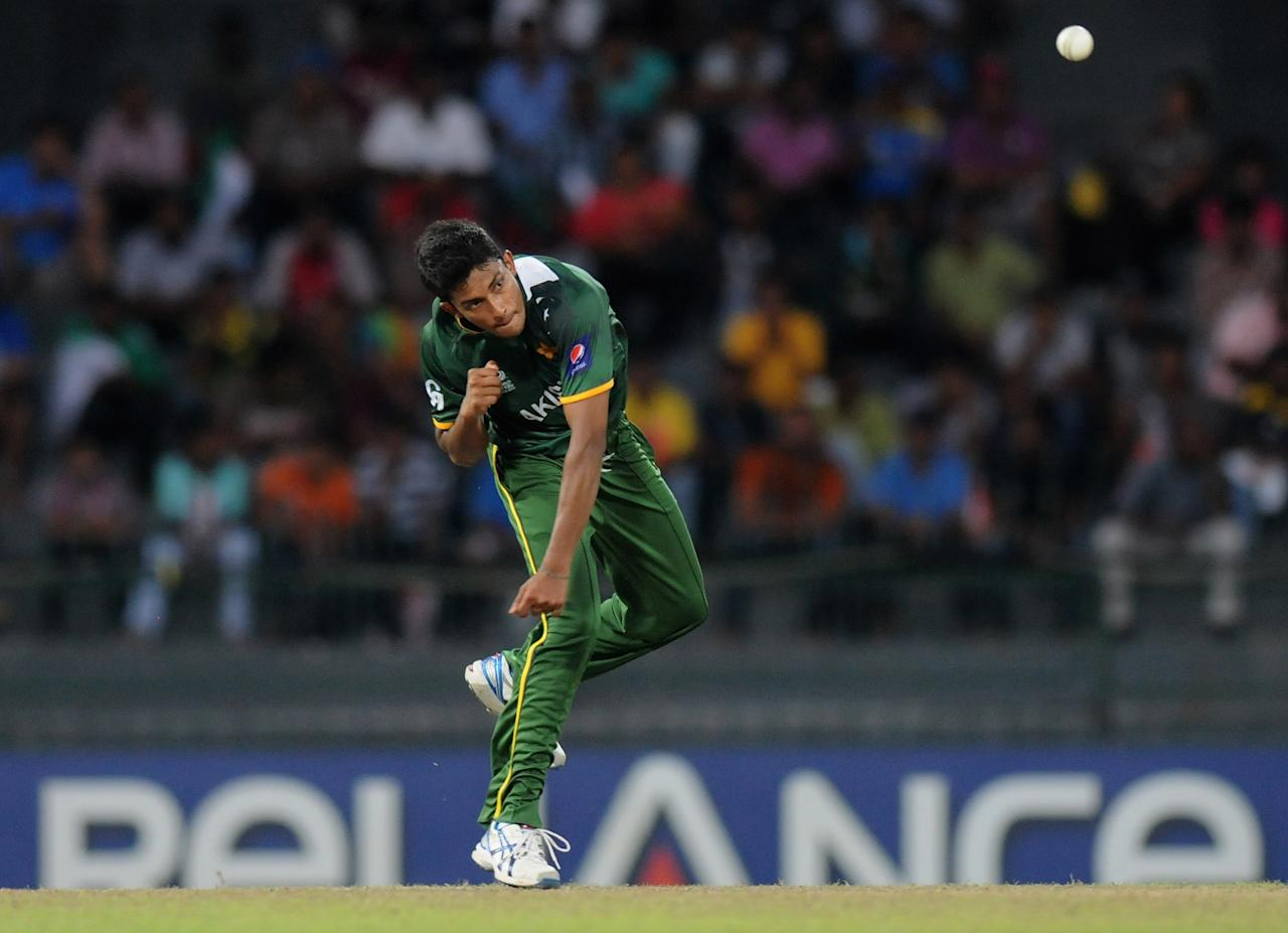 COLOMBO, SRI LANKA - OCTOBER 02:  Raza Hasan of Paksitan bowls during the  ICC World Twenty20 2012 Super Eights Group 2 match between Australia and Pakistan at R. Premadasa Stadium on October 2, 2012 in Colombo, Sri Lanka.  (Photo by Pal Pillai/Getty Images)