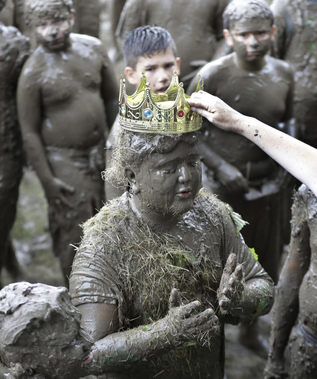 <p>Brian Wilson, 10, is crowned 2017 King of Mud Day at the Nankin Mills Park, July 11, 2017 in Westland, Mich. (Photo: Carlos Osorio/AP) </p>