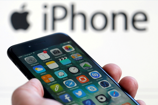 <b>iPhone</b> Rumors: New Design, OLED Screen and Other Changes Apple's Considering for 2018
