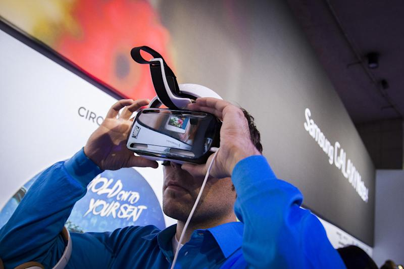 """A man tries out the Samsung Gear VR, a virtual reality device, at an event in Berlin on September 3, 2014, in advance of the consumer electronics trade fair """"Internationale Funk Ausstellung """"(IFA) (AFP Photo/Odd Andersen)"""