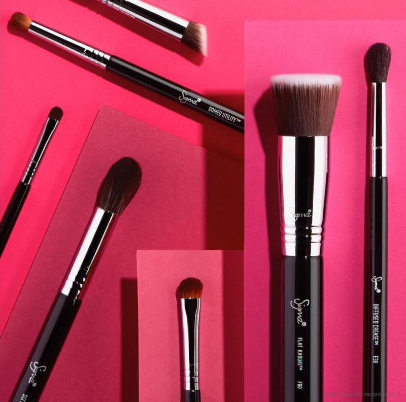 Sigma Beauty is selling their Best of Brush Set and it's perfect for makeup beginners