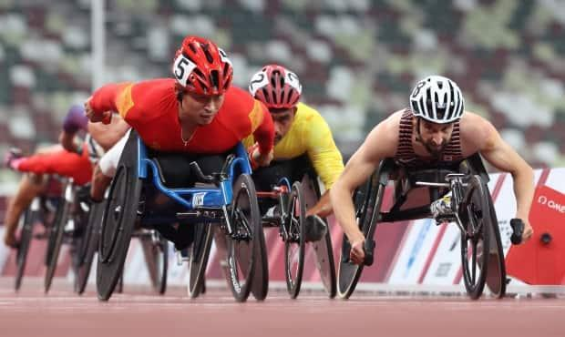 Canada's Brent Lakatos, right, competes in the men's T53 5,000 metres at the Tokyo Paralympics. The race is one of many in which he's entered in Tokyo, ranging from the 100m to the marathon. (Ivan Alvarado/Reuters - image credit)