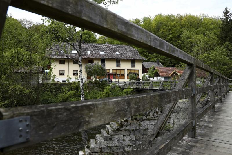 Death toll rises following mysterious crossbow-related deaths at German hotel