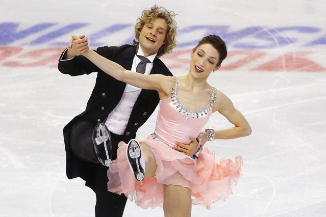 Meryl Davis and Charlie White (L) compete in the ice dance short program competition at the U.S. Figure Skating Championships in Boston, Massachusetts January 10, 2014. REUTERS/Brian Snyder (UNITED STATES - Tags: SPORT FIGURE SKATING)