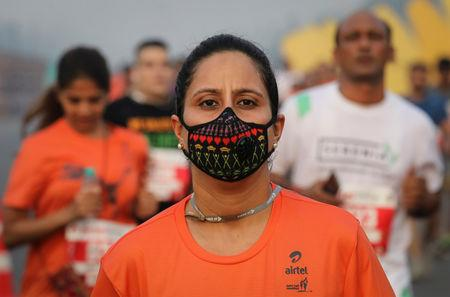 A runner wearing a face mask for protection from air pollution takes part in the Airtel Delhi Half Marathon in New Delhi, India, October 21, 2018. REUTERS/Anushree Fadnavis